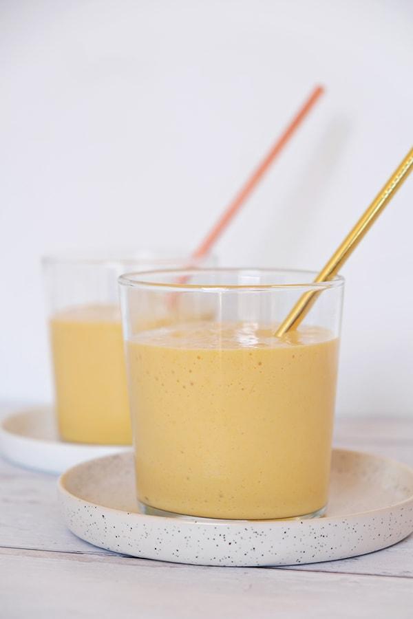 lassi, mangue, recette indienne, boisson, smoothie, mango, yaourt végétal, yaourt coco, healthy alie, recette saine, boisson saine, boisson rafraichissante