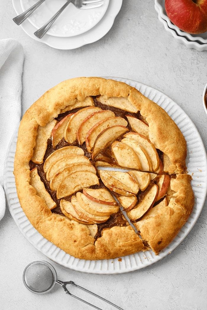 Cette tarte aux pommes et au caramel de miso va devenir l'un de vos incontournables pour cet automnne !